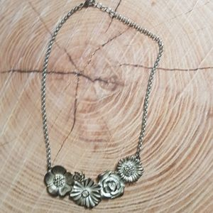 Bouquet necklace in silver